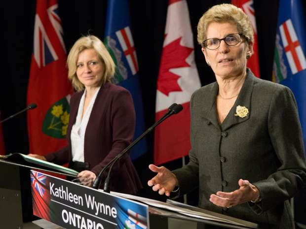 Kathleen Wynne praises Rachel Notley for the NDP government's climate change plan in a January joint news conference in Toronto. Chris Young/Canadian Press.